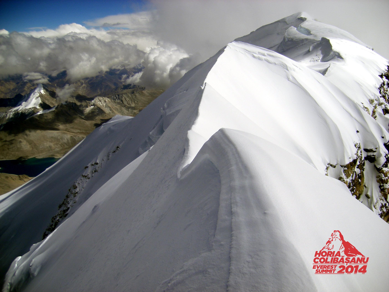 Horia Colibasanu, tot mai aproape de Everest. Alpinistul a ajuns pe Shisha Pangma din Himalaya, varful care masoara 8.027 m