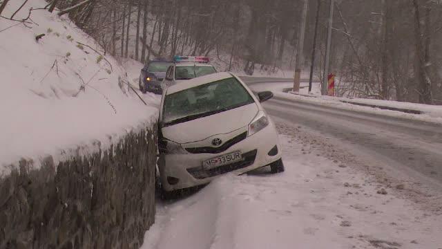 Ne pregatim de Paste, dar vremea e ca de Craciun. Zonele din Romania unde a nins si drumurile au fost blocate de troiene