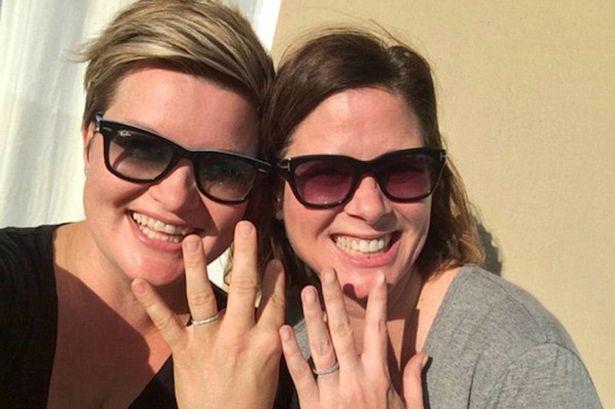 Un taximetrist a fost condamnat sa plateasca 10.000 de dolari unor lesbiene, pentru ca le-a cerut sa nu se mai sarute