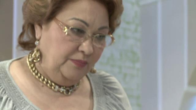 Oana Zavoranu s-a razgandit si si-a inmormantat duminica mama. FILMUL unei zile cu batai si interventia politiei la cimitir