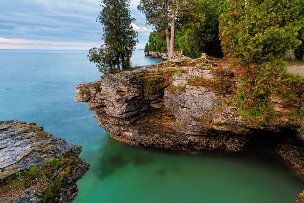 Imagini impresionante pe lacul Michigan din SUA. Ce a descoperit Paza de Coasta cand apa s-a limpezit, dupa topirea ghetii