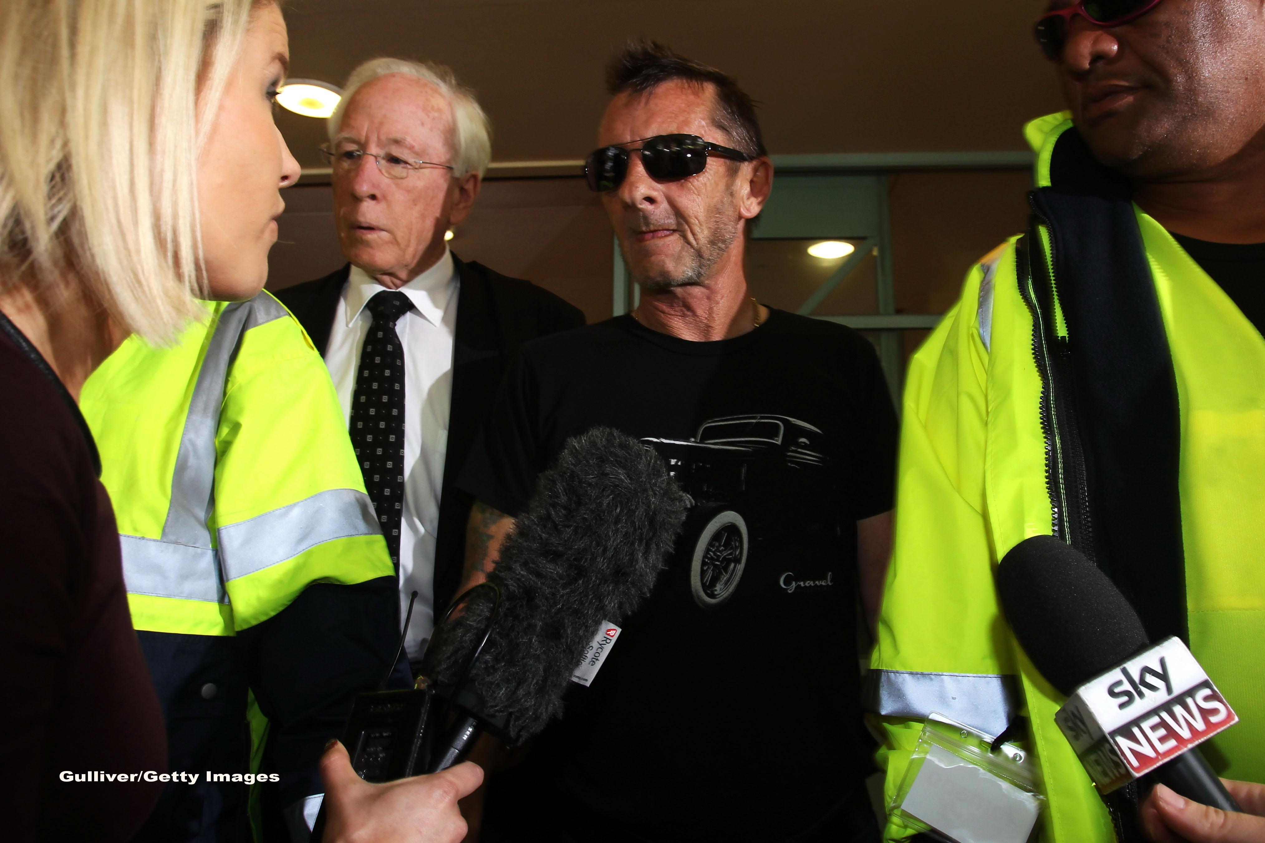 Phil Rudd, fostul baterist al trupei AC/DC, a pledat VINOVAT pentru acuzatia de amenintare cu moartea. Ce pedeapsa risca