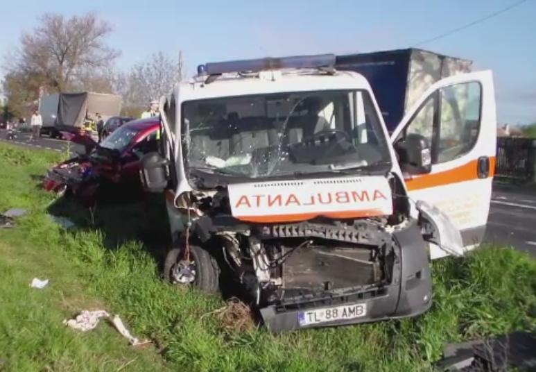 Carambol pe DN 2A. Cinci oameni, printre care seful ISU Ialomita, au fost raniti intr-un accident in lant, langa Slobozia