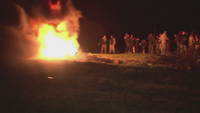 Traditii de Sfantul Gheorghe. Localnicii din Bistrita-Nasaud au aprins focuri imense pentru a alunga spiritele rele