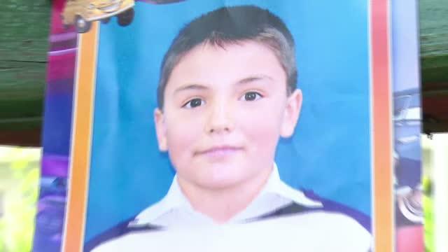 Baiatul de 9 ani care a murit din cauza unui diagnostic gresit a fost inmormantat. Mamei i s-a facut rau de mai multe ori