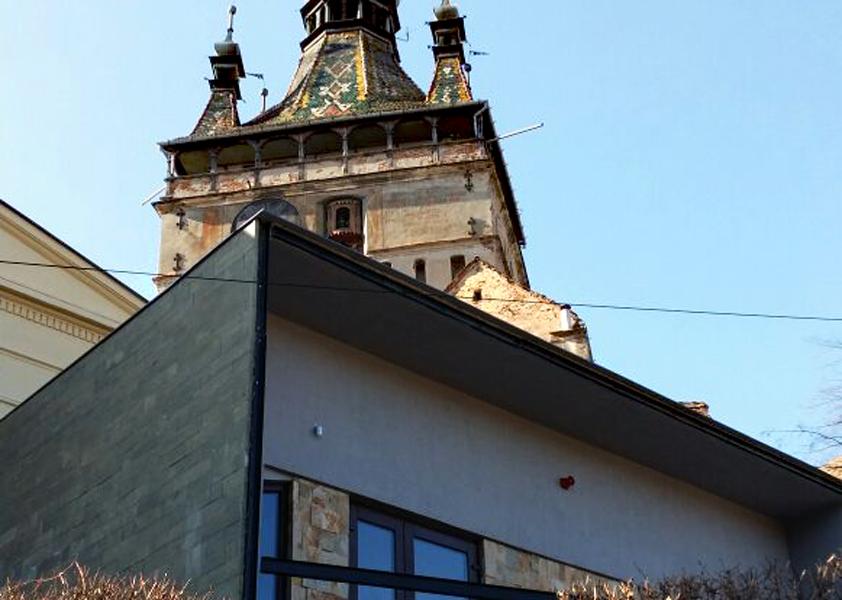 Primaria din Sighisoara a construit un centru turistic care alunga vizitatorii. De ce risca orasul sa iasa de pe lista UNESCO