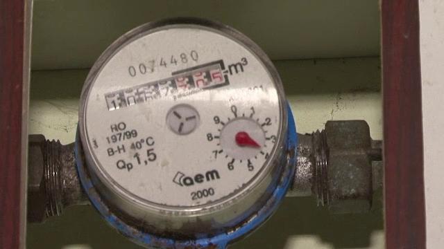 Guvernul sustine reducerea TVA la 9% pentru apa de la robinet. Procentul cu care va scadea factura la intretinere