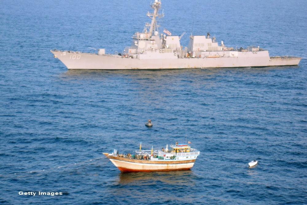 Iranul a deschis focul asupra unei nave din Insulele Marshall. SUA au trimis in zona avioane militare si un distrugator