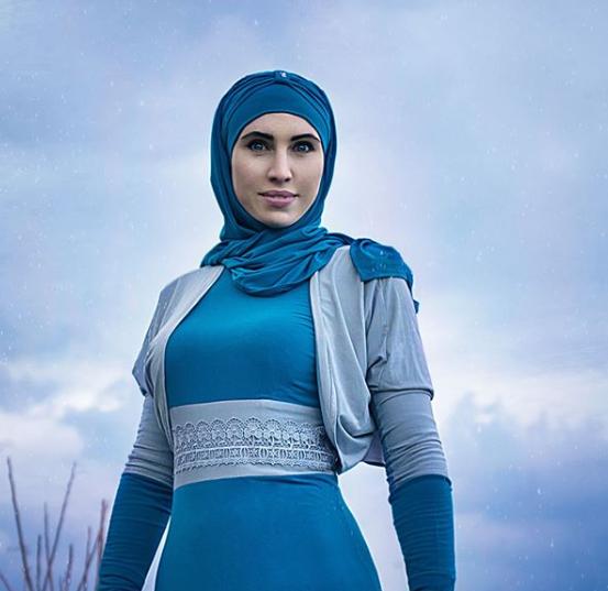 Lunestista musulmana care i-a cucerit pe ucraineni. Sotul ei a planuit sa-l asasineze pe Vladimir Putin