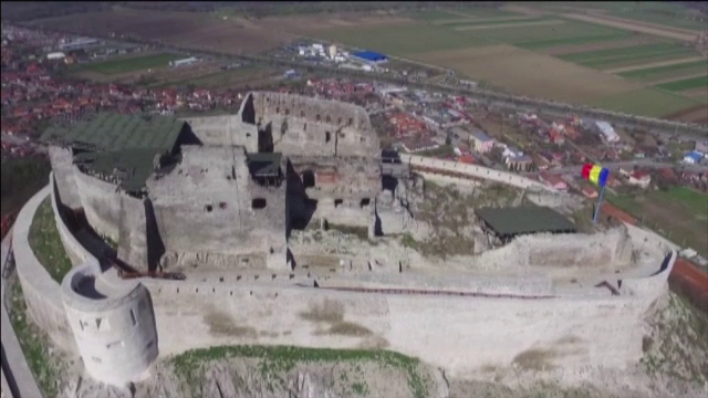 Cetatea Devei a fost redeschisa, dupa trei ani de restaurari. Legendele care s-au nascut odata cu ridicarea ei
