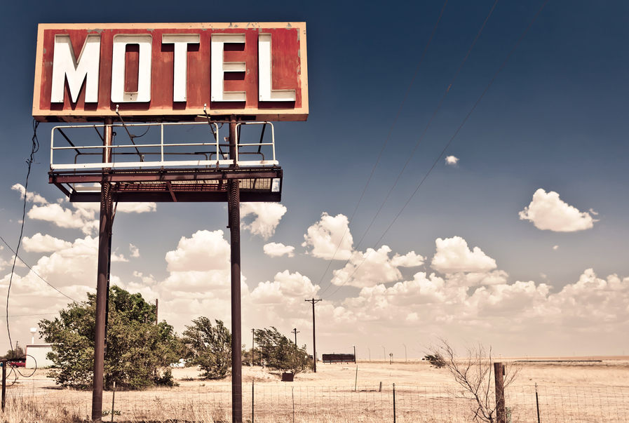 Un proprietar de motel si-a spionat oaspetii in timp ce faceau sex, timp de 29 de ani. Ce isi nota apoi in jurnale
