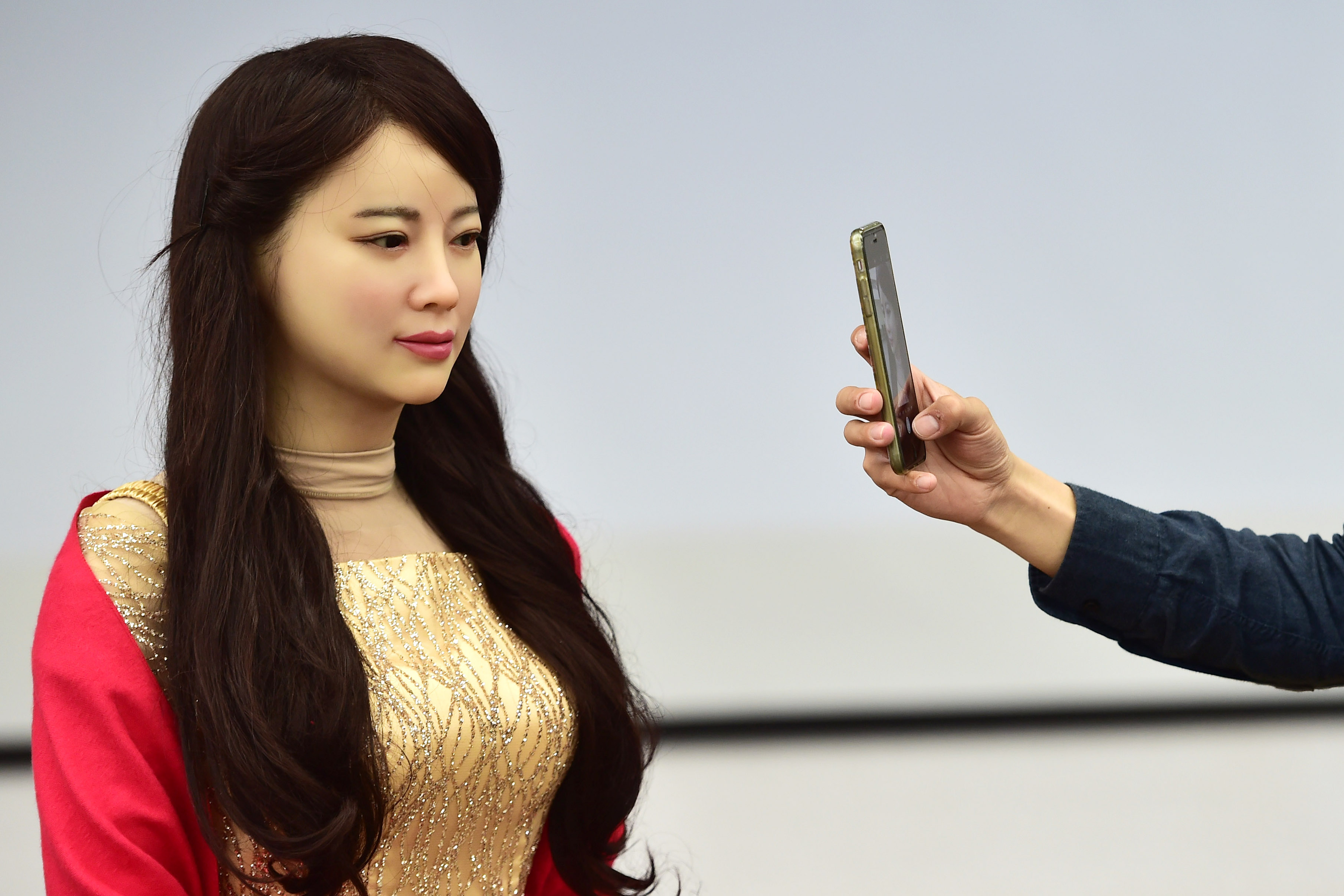Primul robot interactiv creat de chinezi. Presa straina a avut parte de un soc cand a auzit-o vorbind pe JiaJia