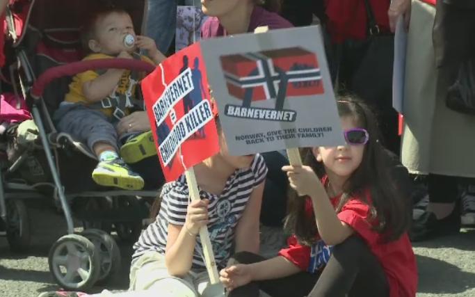 Romanii au iesit in strada, in 15 orase, in semn de solidaritate fata de familia Bodnariu: