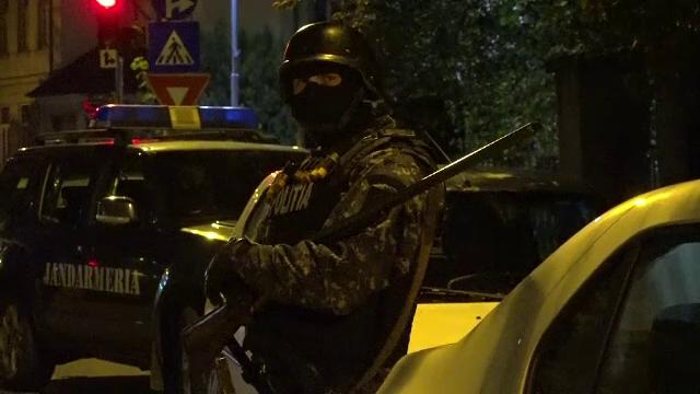 Scandal cu focuri de arma si topoare in Baia Mare intre doua clanuri de romi. Peste zece persoane, retinute de mascati