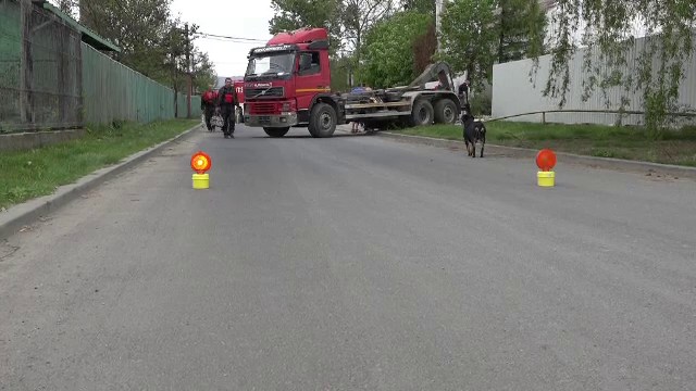 Teava de gaz sparta de un camion scapat de sub control, in Baia Mare. Soferul spune ca nu era la volan