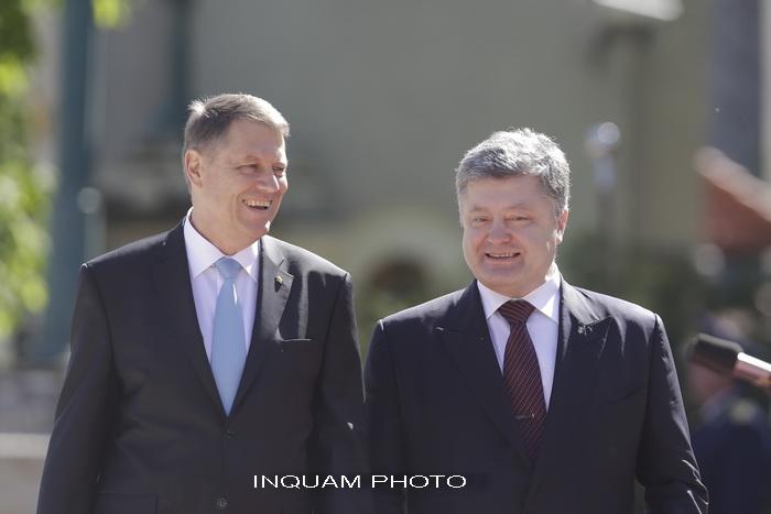 Presedintele Ucrainei, Petro Porosenko, primit la Palatul Cotroceni de presedintele Iohannis. Cele doua acorduri semnate
