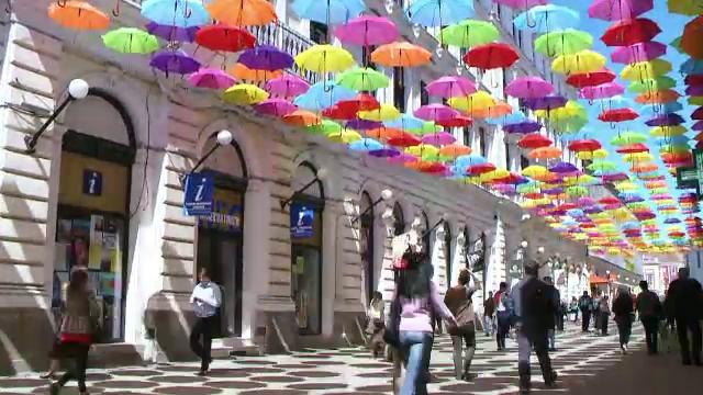 Locul in care sute de romani isi fac selfie-uri zilnic. In ce oras din Romania se afla cupola din 700 de umbrele colorate