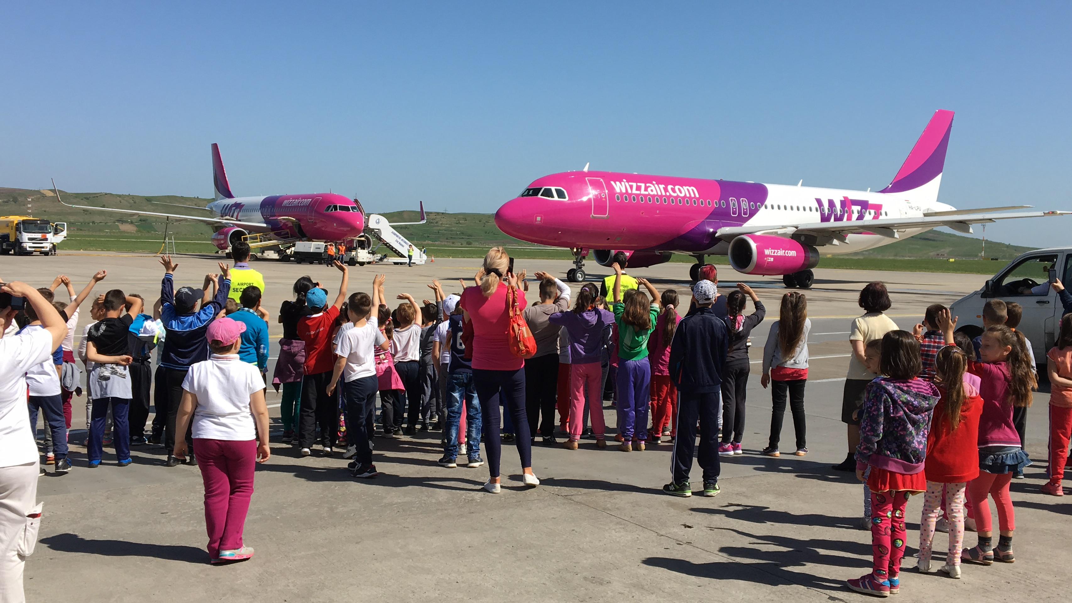 """Aeroportul International """"Avram Iancu"""" Cluj si-a deschis portile pentru programul scolar """"Scoala Altfel"""""""