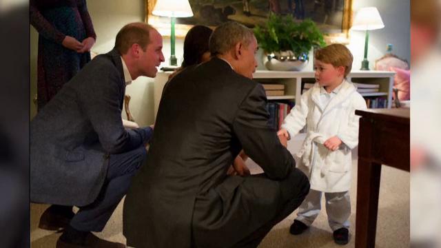 Momentul in care Barack Obama l-a intalnit pe printul George. Presedintele SUA e la ultima vizita oficiala in Marea Britanie