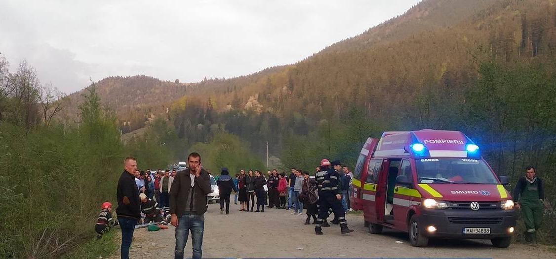 Accident cu un mort si opt raniti, pe un drum comunal din Suceava. PLANUL ROSU a fost activat
