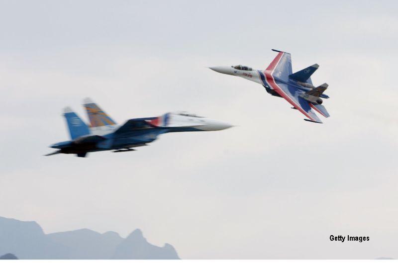 Un oficial american acuza ca un avion militar rus s-a apropiat periculos de un distrugator al Marinei SUA in Marea Neagra