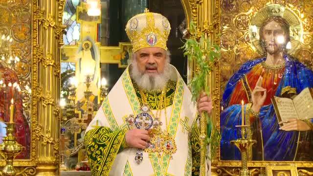 Zeci de mii de romani din toata tara au participat la procesiunile de Florii. Patriarhul Daniel le-a vorbit despre smerenie