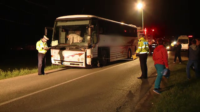 Accident in Timis: o masina a intrat pe contrasens si a lovit un autocar cu 29 de oameni. Autoritatile au activat PLANUL ROSU