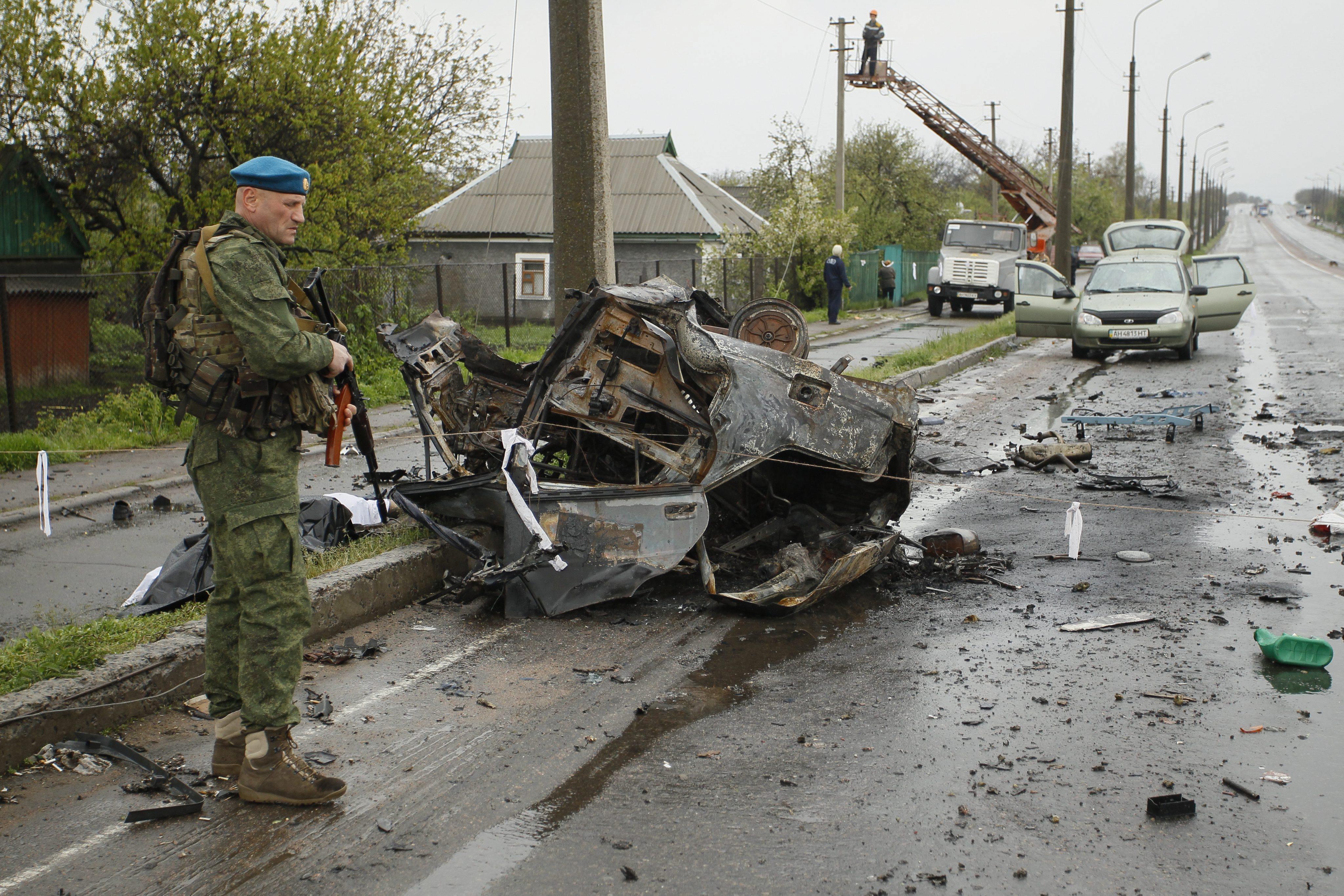 Patru civili, inclusiv o femeie gravida, ucisi intr-un bombardament in Ucraina. Ce au vazut reporterii aflati la fata locului
