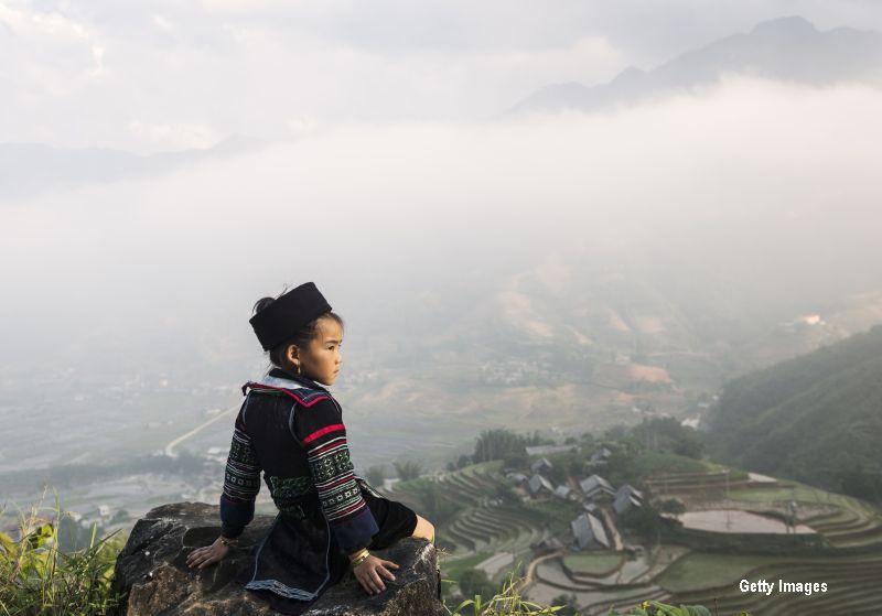 Fete de doar 13 ani, vandute pe 3.000 de dolari ca mirese in China. Motivul pentru care barbatii recurg la astfel de practici