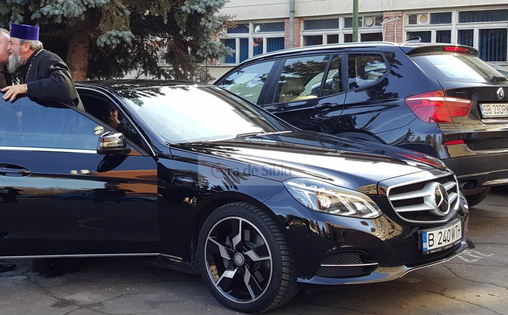 Un ziar din Sibiu isi cere scuze dupa ce l-a pozat pe mitropolit intr-un Mercedes. Imaginea care a pornit o mini-criza locala