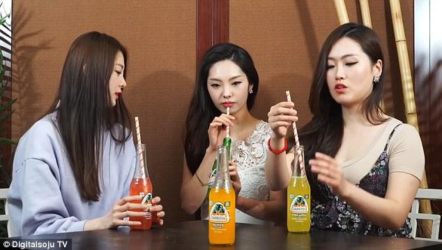 Reactia unor tinere din Coreea dupa ce gusta pentru prima data sucuri acidulate din SUA.
