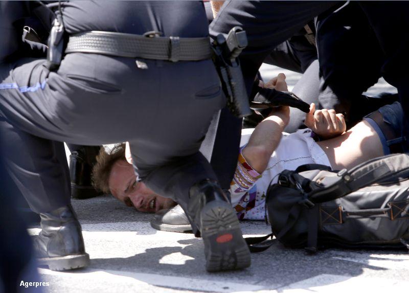 O noua manifestatie violenta in SUA, in timpul unui discurs al lui Donald Trump. Cinci persoane au fost arestate