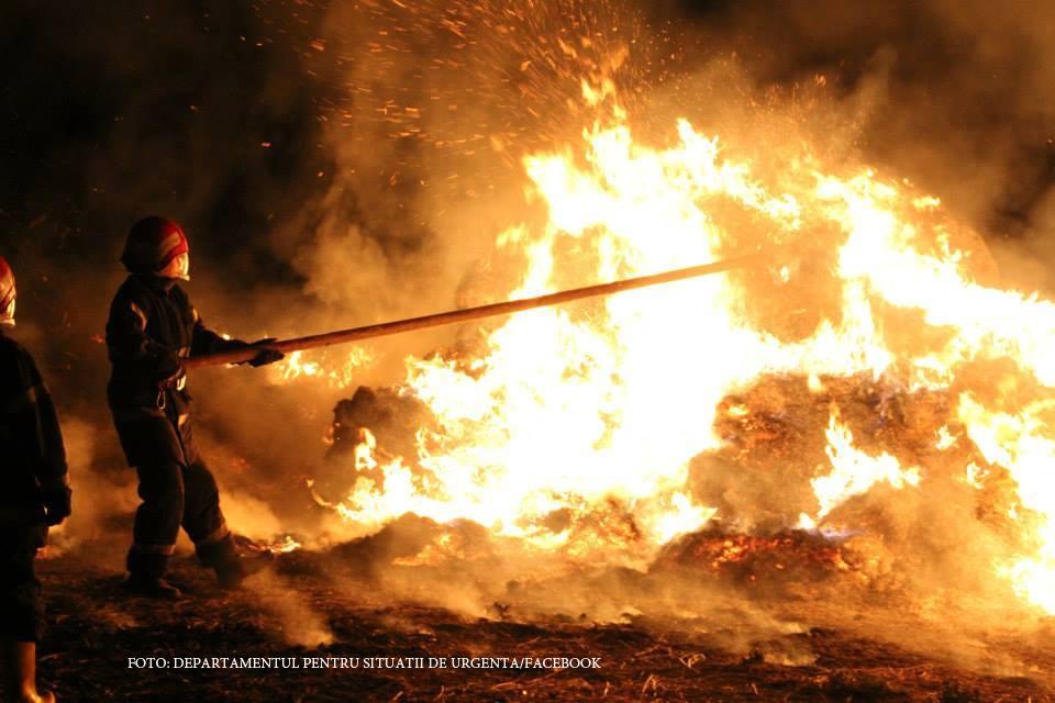 Incendiu in seara de Inviere In Poiana Brasov. Motivul pentru care trei cladiri au ars in doar cateva minute
