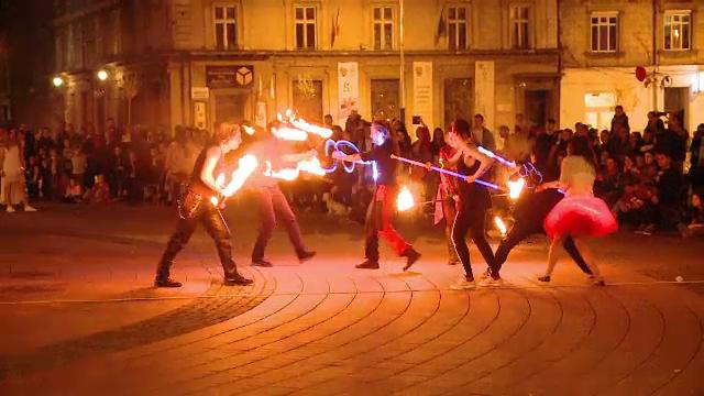 Atmosfera de carnaval la Timisoara. Festivalul care aduce arta cat mai aproape de tineri: