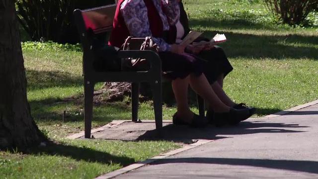 Parkinson, o boala care apare la tot mai multi romani si tot mai devreme. Care sunt, de fapt, primele simptome