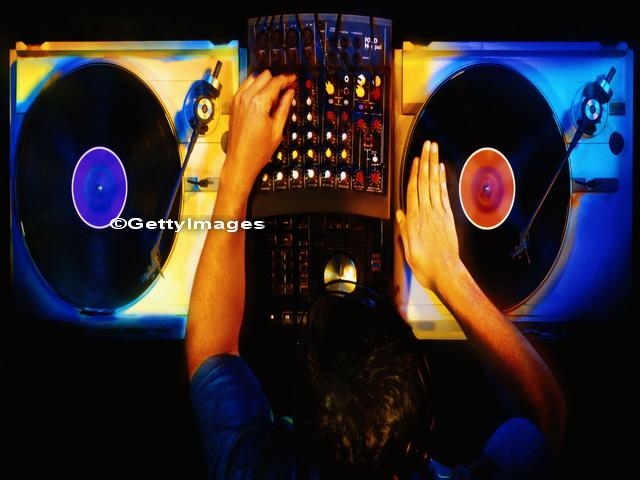 Muzica pe care un DJ britanic a mixat-o intr-un club a provocat inchiderea acestuia. Melodia care a revoltat autoritatile