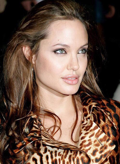 """Cum arata femeia care este confundata cu Angelina Jolie. """"Este minunat sa fiu comparata cu ea"""""""