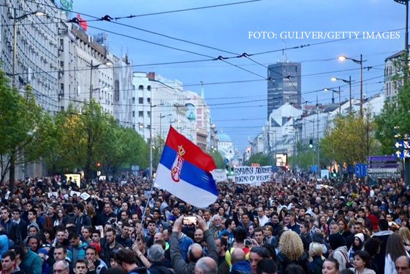 Protest anti-guvernamental urias in Serbia, dupa model romanesc. 10.000 de oameni cer demisia premierului ales presedinte