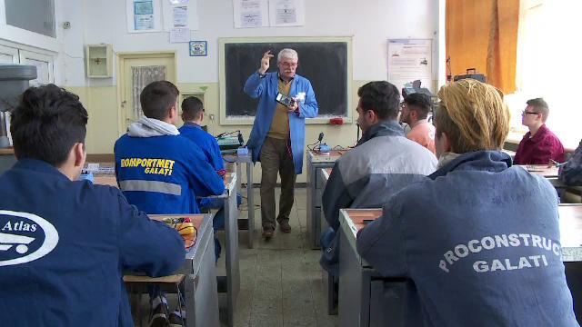 Scolile profesionale devin mai accesibile pentru tinerii fara posibilitati. Unii absolventi au salarii si de 1.000 de euro