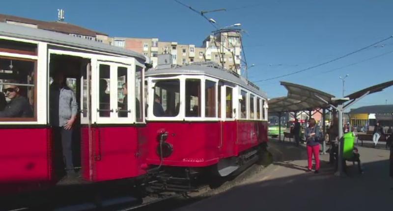 Oradenii s-au inghesuit de Florii sa calatoreasca cu un tramvai vechi de 100 de ani. Cat a costat un bilet