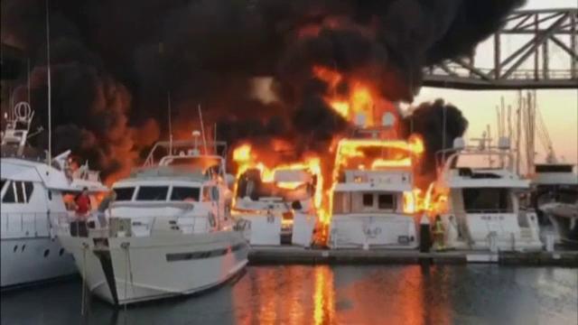 Mai multe iahturi au fost facute scrum din cauza unui incendiu izbucnit intr-un port din Barcelona. 21 de persoane, evacuate
