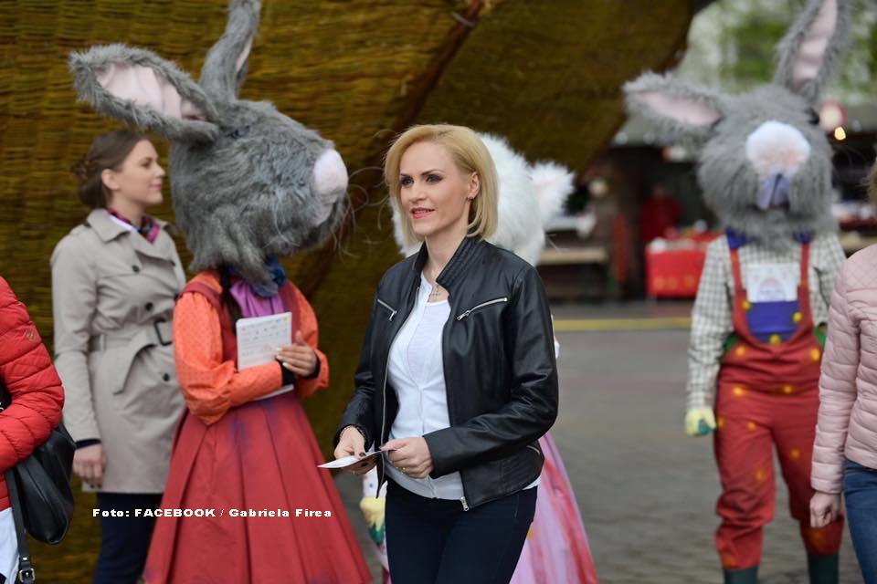 GALERIE FOTO cu iepurii giganti din Bucuresti, lansati de Gabriela Firea cu ocazia sarbatorilor de Paste