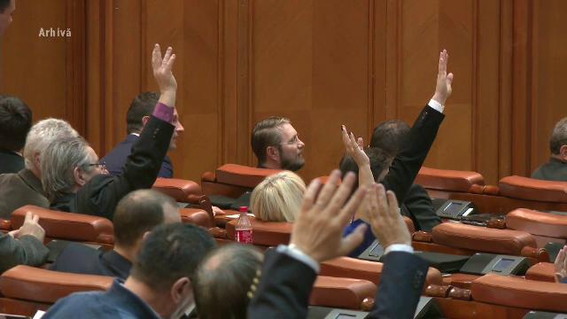 Controversata lege offshore a fost adoptată. PSD a cedat pe marginea unui articol