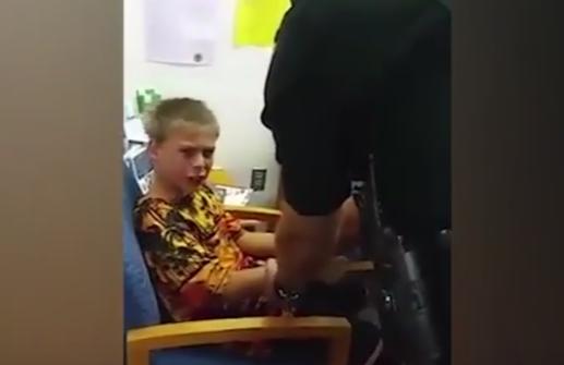 Un baiat autist de 10 ani a fost incatusat la scoala si dus in arest. Ce i-a facut unui angajat de la scoala lui. VIDEO