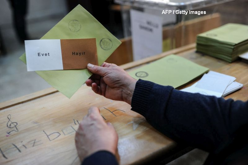 Peste jumatate dintre turcii care au votat in Romania s-au pronuntat impotriva modificarii Constitutiei