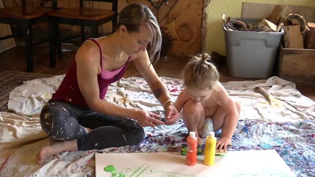Din cauza diabetului i-a fost afectata vorbirea, dar a invatat sa se exprime prin pictura. Cu cat sunt vandute lucrarile lui