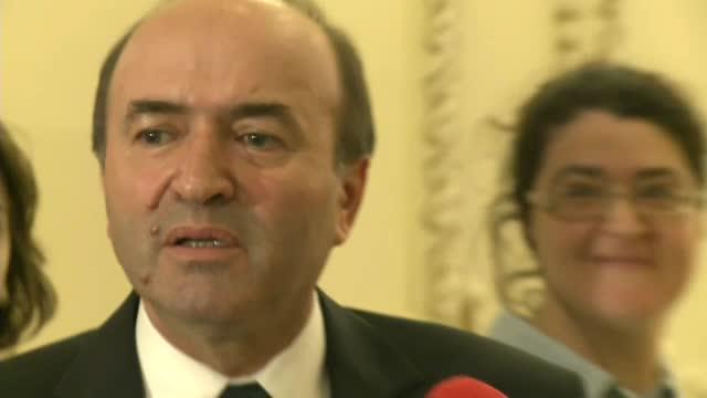 Ministrul Justitiei vrea ca detinutii sa fie eliberati conditionat mai devreme, insa cu o conditie