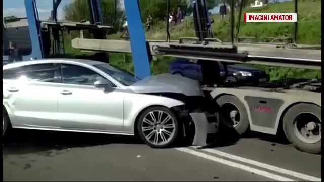 Accident in lant intre Craiova si Filiasi. 8 masini si un TIR s-au ciocnit din cauza fumului produs de un incendiu