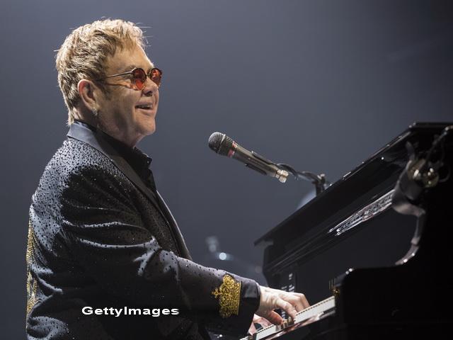 Momente grele pentru Elton John si familia sa. Artistul a contactat o
