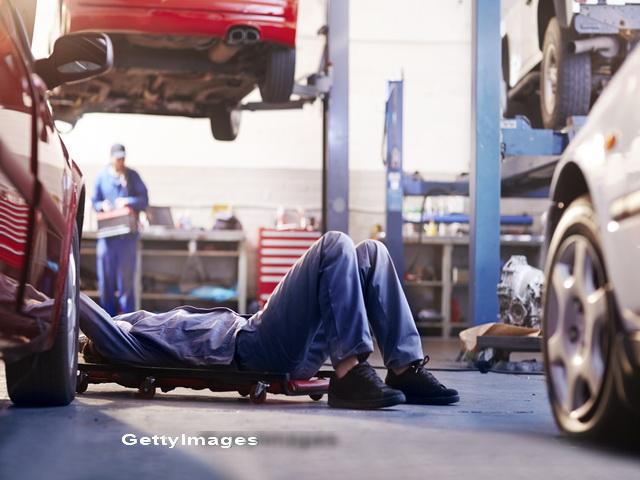 Un tanar care lucra un service auto a plecat cu masina unui client. Ce alcoolemie avea de la prima ora